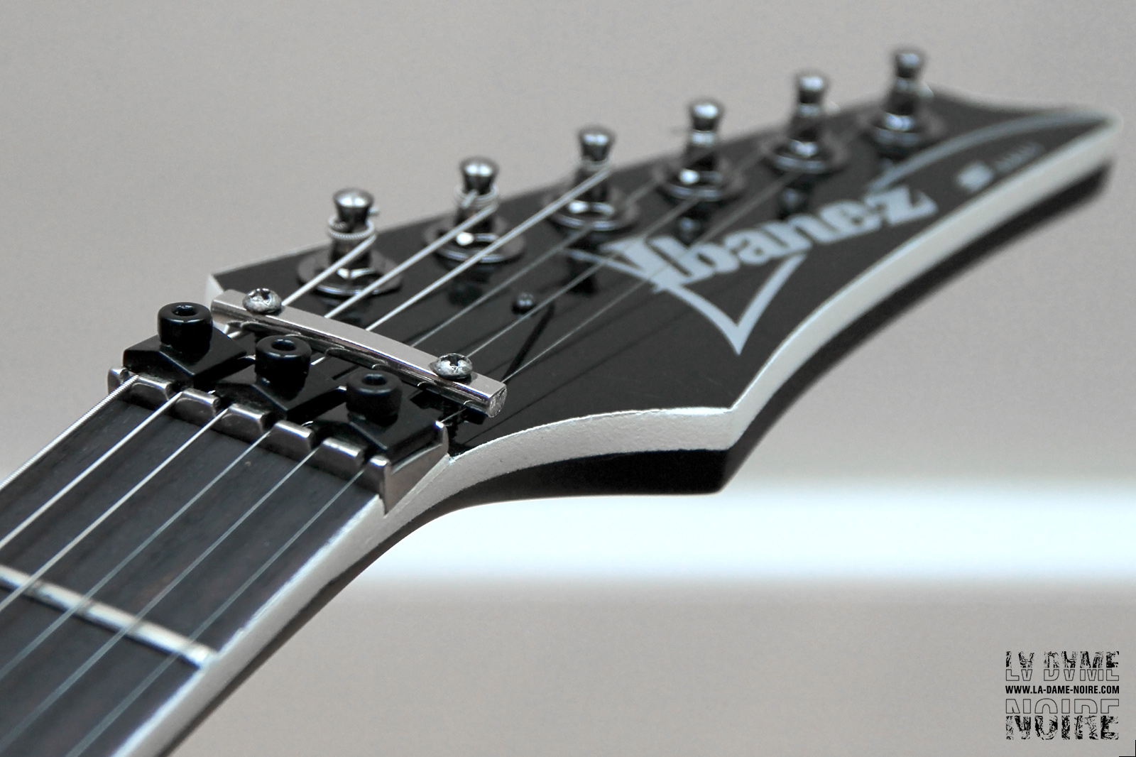 Picture of the guitar head painted in black and white line with cleaned tuners
